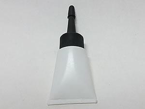 Bisnaga de Plástico 10g Branca com Bico Aplicador Preto